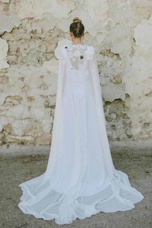 el blog de ana suero-Embraceable you_Bebas Closet vestido de novia 2016 capa Yaiza