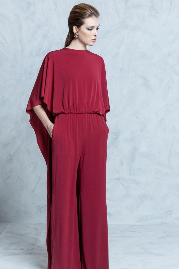 el blog de ana suero-vestidos para invitadas a una boda en otoño invierno-Colour Nude mono con capa rojo