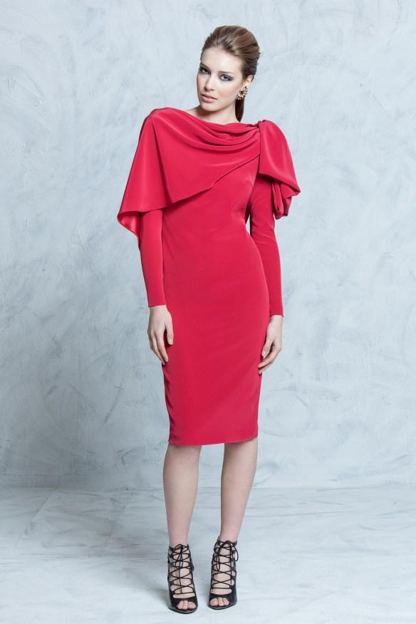 el blog de ana suero-vestidos para invitadas a una boda en otoño invierno-Colour Nude vestido lapiz rojo con capelina