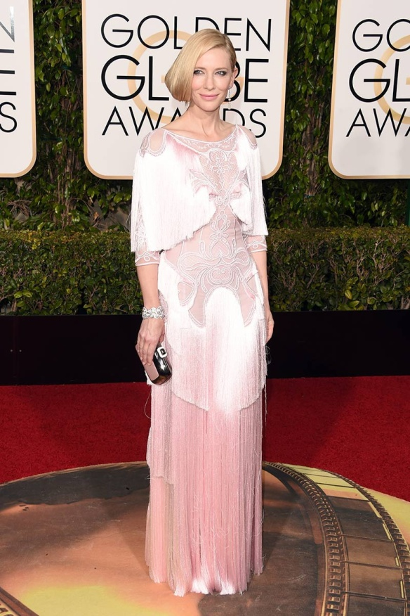 blog ana suero-Alfombra roja Globos Oro 2016-Cate Blanchet vestido Givenchy rosa claro flecos