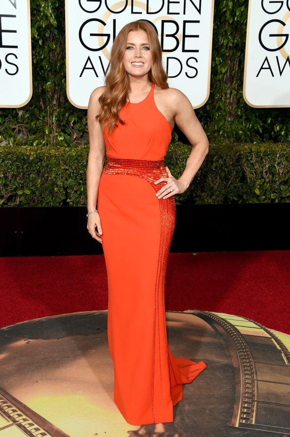 blog ana suero-Alfombra roja Globos Oro 2016-JAmy Adams vestido Versace rojo sirena