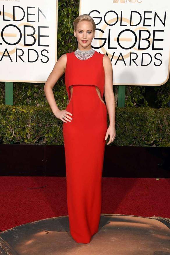 blog ana suero-Alfombra roja Globos Oro 2016-Jennifer Lawrence vestido Dior rojo cut out