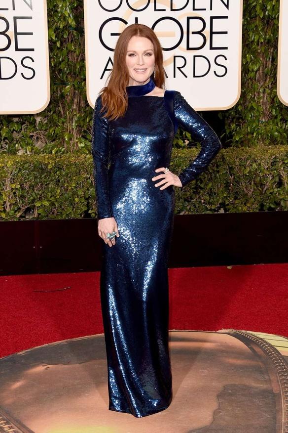 blog ana suero-Alfombra roja Globos Oro 2016-Julianne Moore vestido Tom Ford azul paillettes