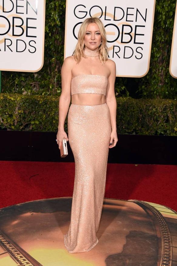blog ana suero-Alfombra roja Globos Oro 2016-Kate Hudson dos piezas crop top Michael Kors paillettes