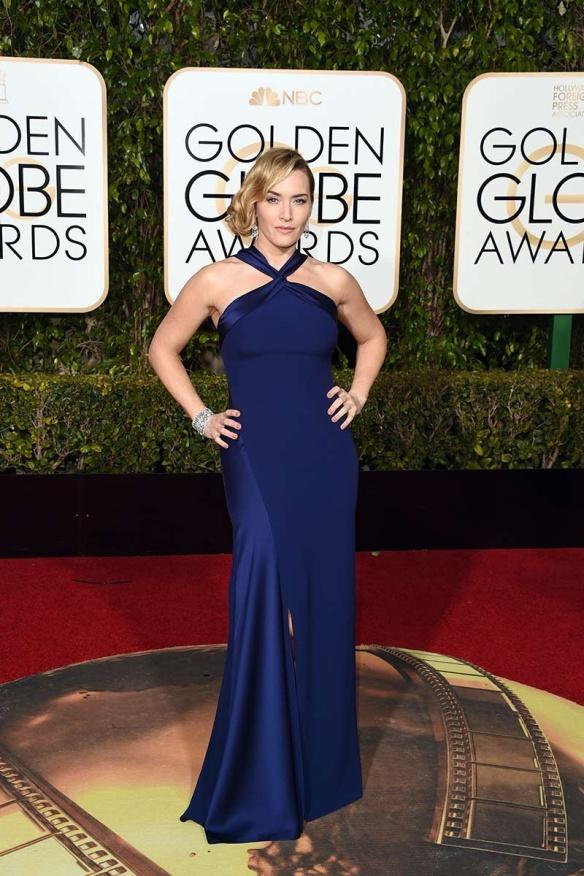 blog ana suero-Alfombra roja Globos Oro 2016-Kate Winslet vestido Ralph Lauren azul escote halter