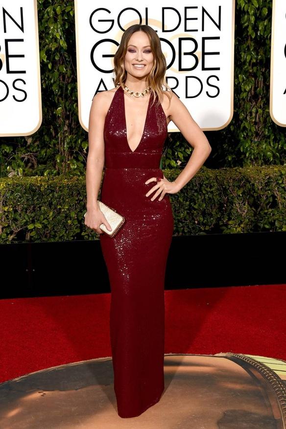 blog ana suero-Alfombra roja Globos Oro 2016-Olivia Wilde vestido Michael Kors escote halter paillettes granate
