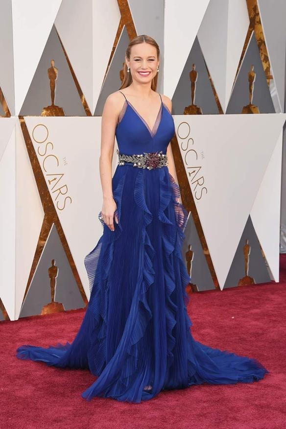 el blog de ana suero-alfombra roja Oscars 2016-Brie Larson vestido Gucci azul klein cinturon