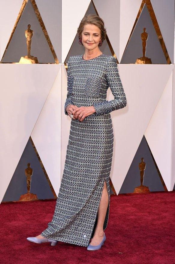 el blog de ana suero-alfombra roja Oscars 2016-Charlotte Rampling vestido Armani estampado manga larga