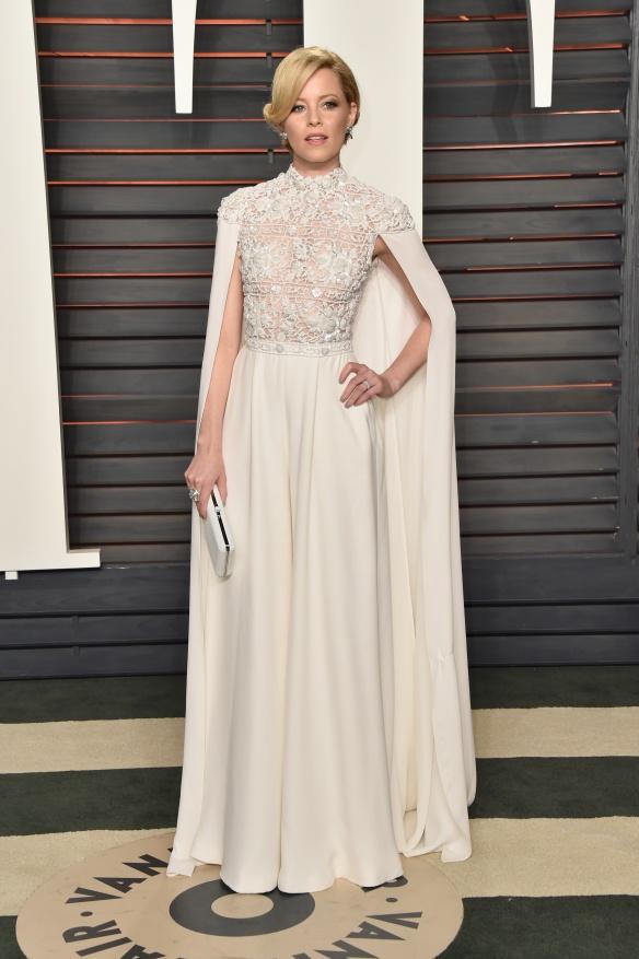 el blog de ana suero-alfombra roja Oscars 2016-Elizabeth Banks vestido blanco capa y encaje