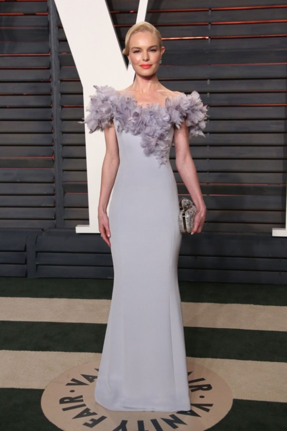 el blog de ana suero-alfombra roja Oscars 2016-Kate Bosworth vestido gris perla plumas