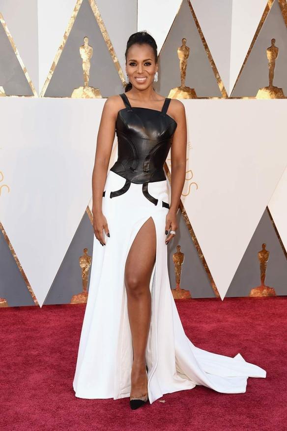 el blog de ana suero-alfombra roja Oscars 2016-Keery Washington vestido Atelier Versace corse cuero y blanco