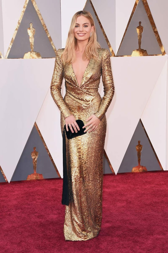 el blog de ana suero-alfombra roja Oscars 2016-Margot Robbie vestido paillettes dorados Tom Ford