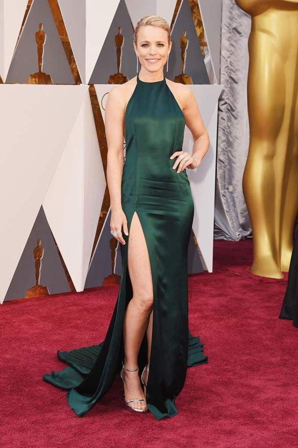 el blog de ana suero-alfombra roja Oscars 2016-Rachel McAdams vestido August Getty verde botella escote halter