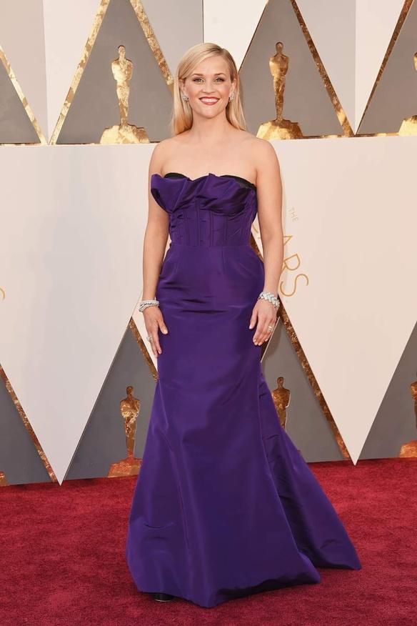 el blog de ana suero-alfombra roja Oscars 2016-Reese Witherspoon palabra de honor morado efecto corse