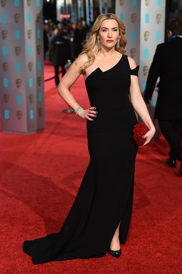 el blog de ana suero-Bafta 2016-Kate Winslet vestido Antonio Berardi negro escote asimetrico
