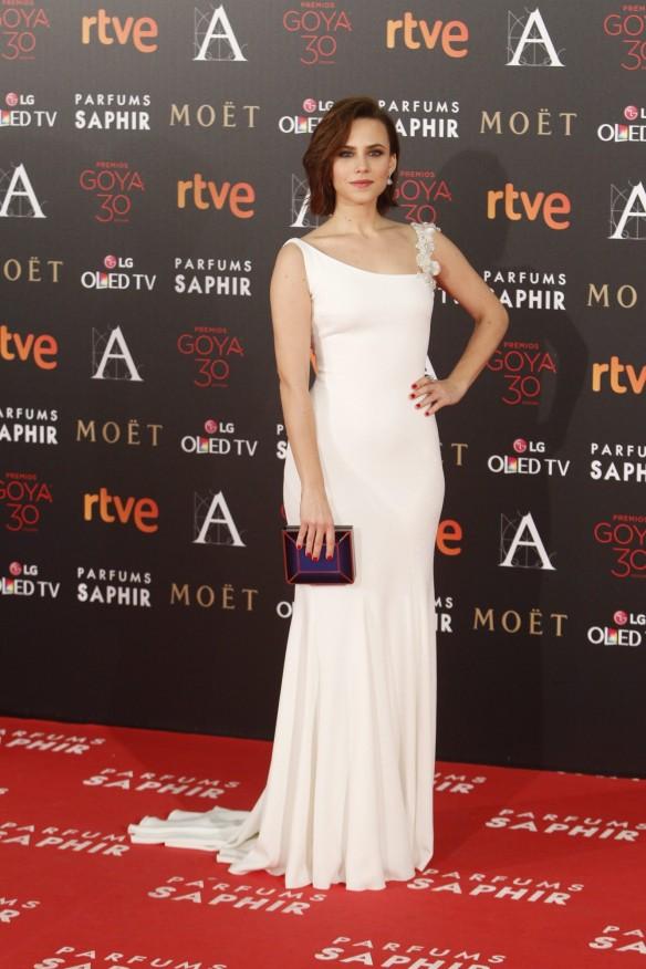 el blog de ana suero-Goyas 2016-Aura Garrido vestido blanco asimetrico Pronovias