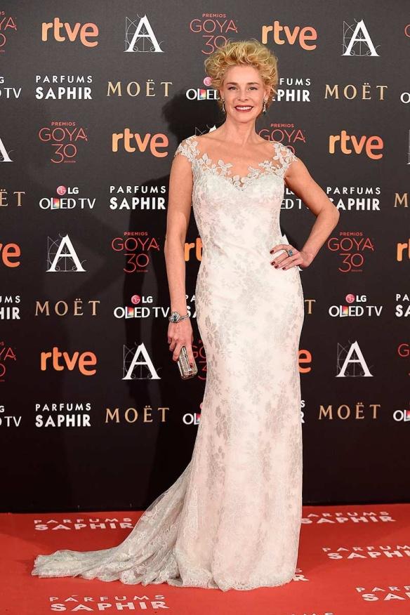 el blog de ana suero-Goyas 2016-Belen Rueda vestido escote ilusion blanco Rosa Clara