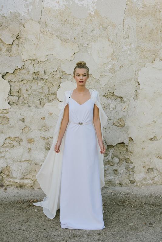 el blog de ana suero-Vestidos novia 2016-Beba´s Closet vestido recto escote pico y capa ligera flores