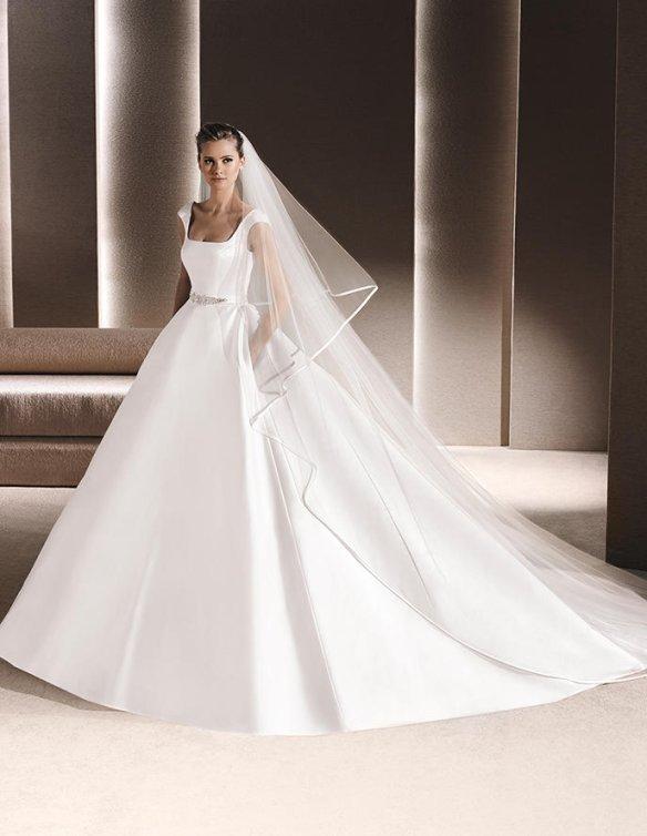 el blog de ana suero-Vestidos novia 2016-La Sposa vestido clasico escote cuadrado y escotazo espalda