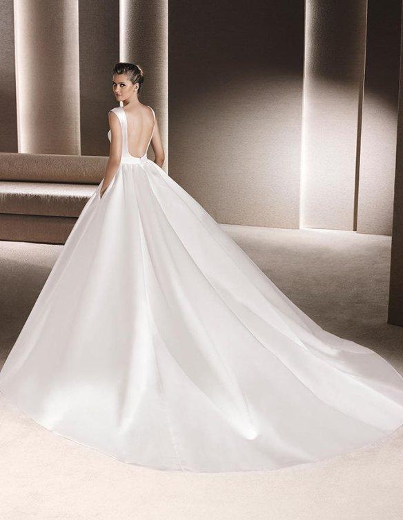 el blog de ana suero-Vestidos novia 2016-La Sposa vestido clasico escote cuadrado y escotazo espalda2