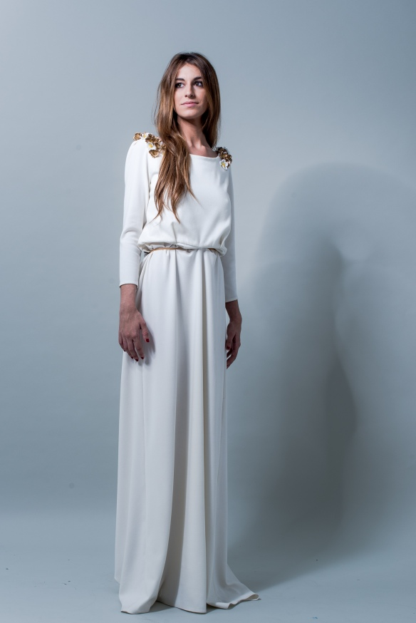 el blog de ana suero-Vestidos novia 2016-Maria Baraza vestido Laura manga larga aplicaciones doradas