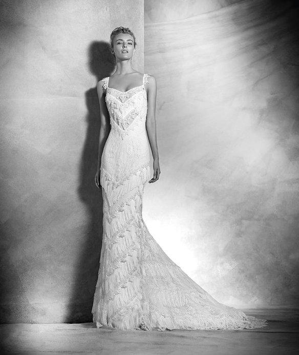 el blog de ana suero-Vestidos novia 2016-Pronovias Atelier vestido boho Yadarola encaje tirantes recto