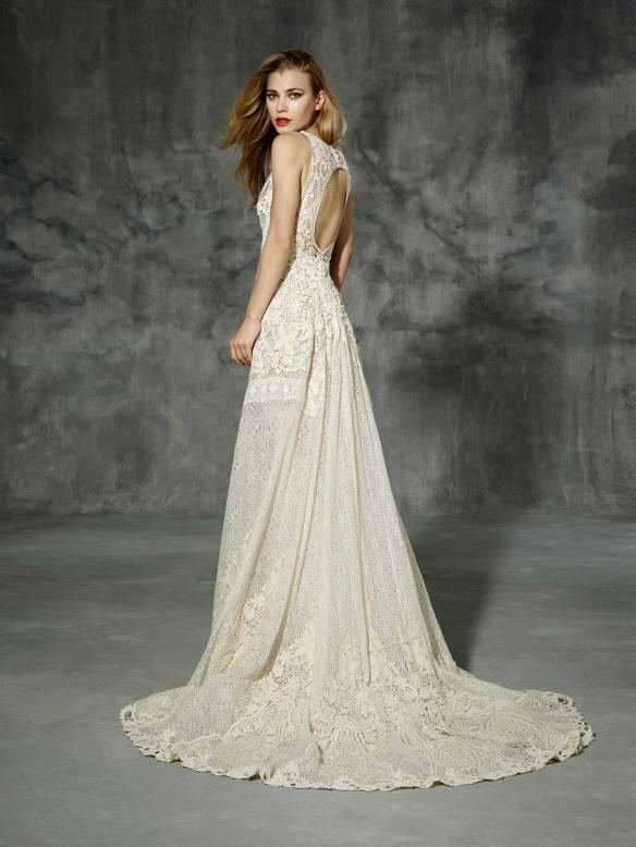 el blog de ana suero-Vestidos novia 2016-Yolancris vestido crochet color marfil sin mangas escote espalda2
