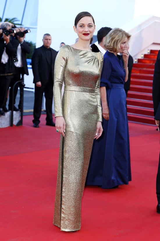el blog ana suero-Alfombra roja Festival Cannes 2016-Marion Cotillard vestido Dior dorado asimetrico