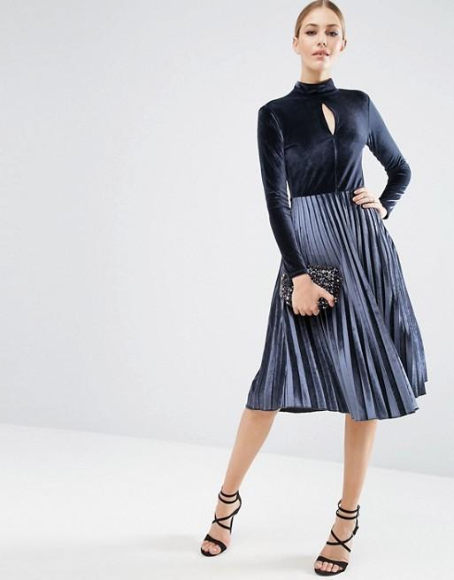 Vestido terciopelo y falda plisada