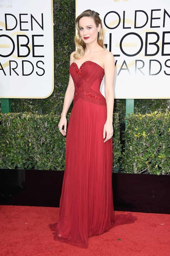 elblogdeanasuero-alfombra-roja-globos-oro-2017-brie-larson-vestido-rjo-palabra-honor-rodarte