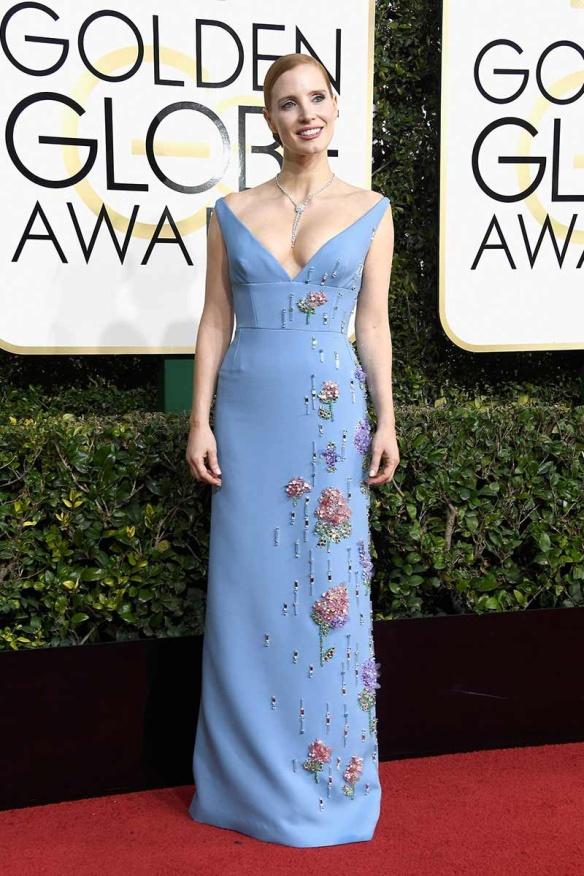 elblogdeanasuero-alfombra-roja-globos-oro-2017-jessica-chastain-vestido-azul-flores-prada