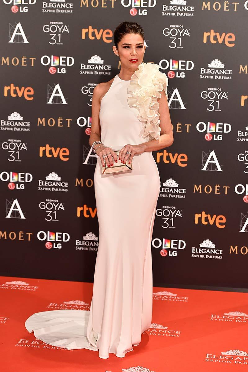 993ae644a blog-ana-suero-alfombra-roja-goyas-2017-juana-acosta-vestido -blanco-sirenta-the-2nd-skin-co.jpg