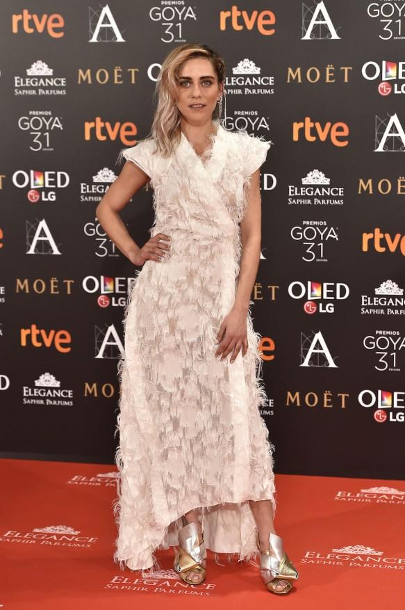 blog-ana-suero-alfombra-roja-goyas-2017-maria-leon-vestido-kimono-blanco-juanjo-oliva